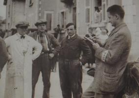 Při Tour de France byl v roce 1927 mezi novináři Ondřej Sekora