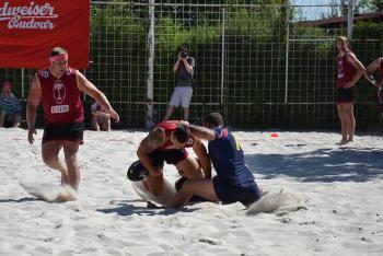Ragby na písku desítky plážových ragbistů hrají v Praze