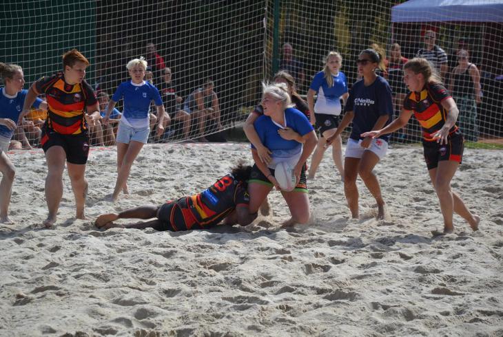 Na turnaji v plážovém ragby zvítězily týmy mužů Sparty a žen z policejního německého klubu