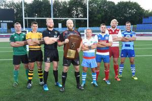 Osm kapitánů ligových ragbyových týmů  před startem nejvyšší tuzemské soutěže