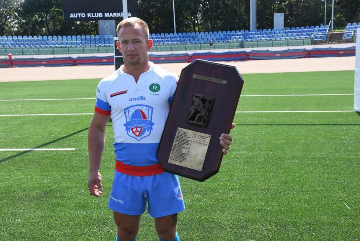 Velký malý kapitán říčanských ragbistů Jan Šedivý měří 166 cm a váží i s mistrovským štítem 75 kg