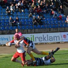 Martin Cimprich s míčem nad brankovištěm soupeře