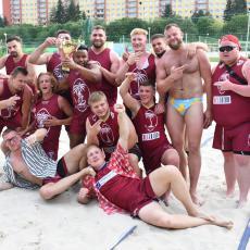 Vítězný mužský tým s pořadateli turnaje